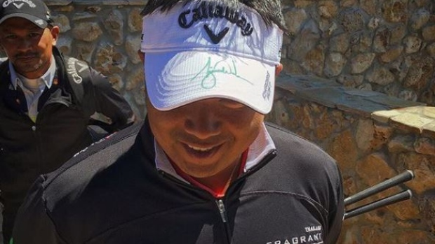 Pro golfer got Tiger Woods to sign his visor and he hasn t stopped wearing  it - Article - Bardown b0b61b2ac7c