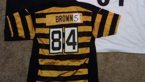 best website 7c291 bc693 Antonio Brown makes humorous change to his jerseys to show ...