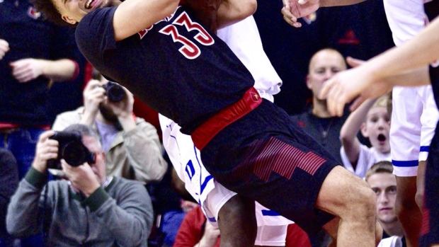 Incredible Zoomed In Photo Shows Zion Williamson Denting A Basketball With His Fingers Article Bardown