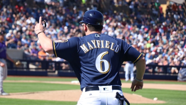 74a29b35d Baker Mayfield takes batting practice with Brewers