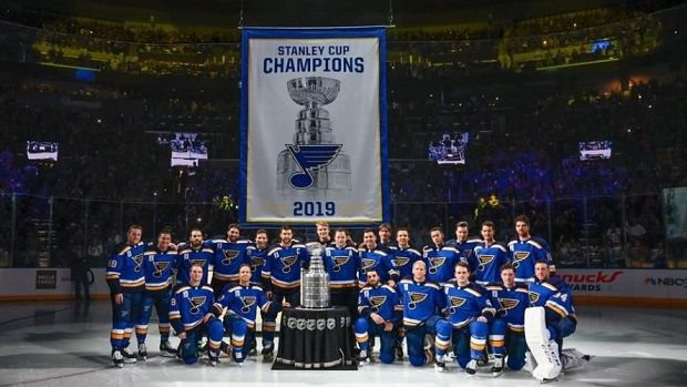 Blues play Gloria one more time as they raise their Stanley Cup Champions banner to the rafters - Article - BARDOWN