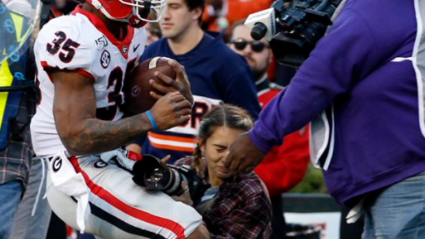 Student Photographer Knocked Out Cold After Scary Collision With Georgia Receiver Article Bardown He was drafted by the st. student photographer knocked out cold