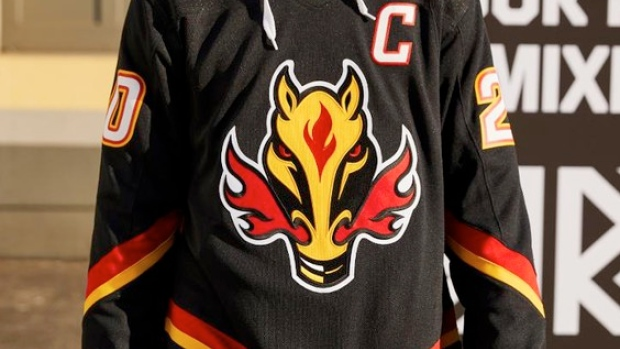 Fans Have Noticed A Similarity Between The Flames Reverse Retro Jersey And The Canucks Article Bardown