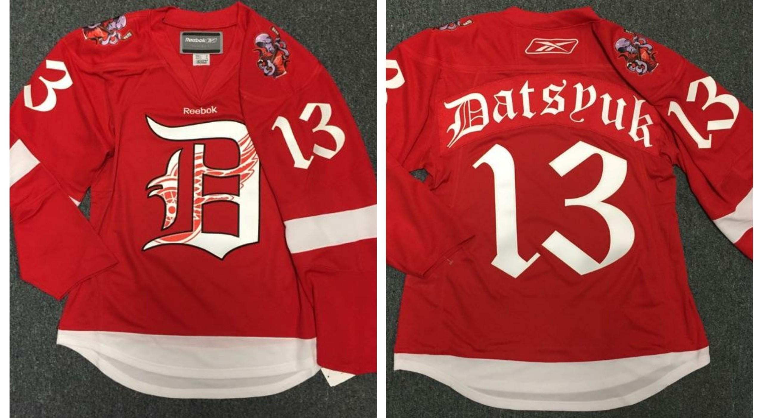 Reddit user creates custom Red Wings jersey as a gift for Christmas ... 041f9e6c2815