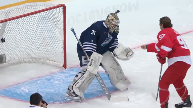 Former NHLer bribes goalie with money for most creative goal