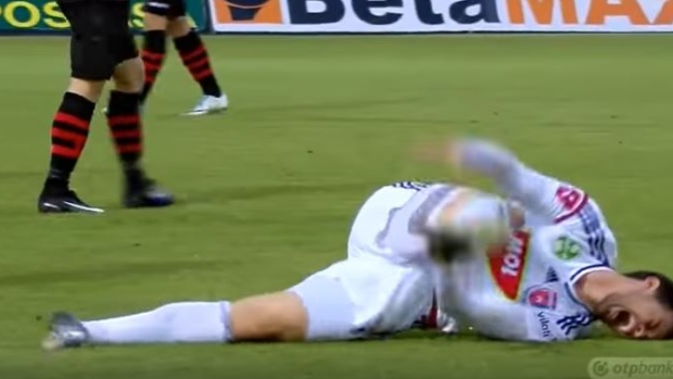 2b0620b3b Soccer player takes flopping to a new level with the worst flop in the  history of sports - Article - Bardown