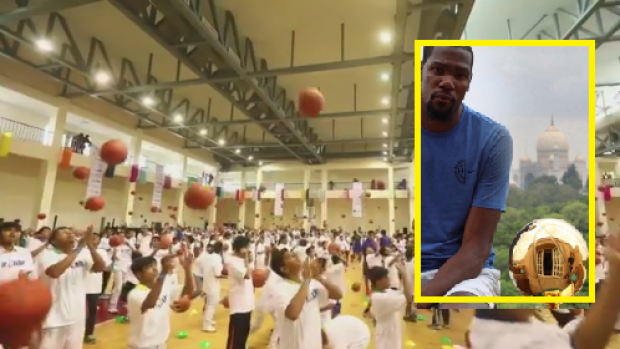 90b6628b571 Kevin Durant conducted the largest basketball lesson in history on ...