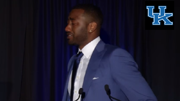 John Wall breaks down while thanking his mom during University of Kentucky HOF speech.