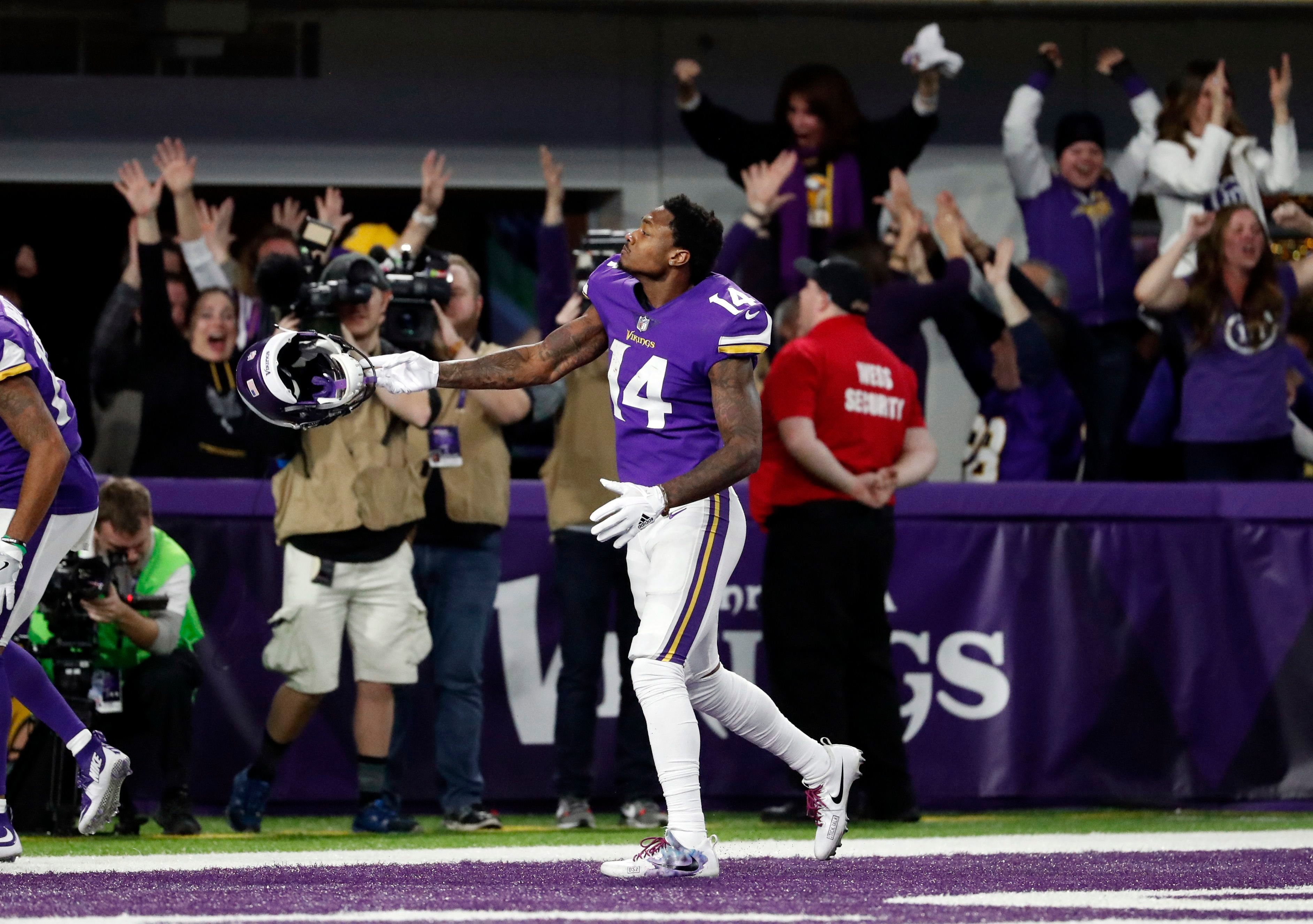 6 Incredible Photos From Stefon Diggs Game Winning Touchdown Article Bardown